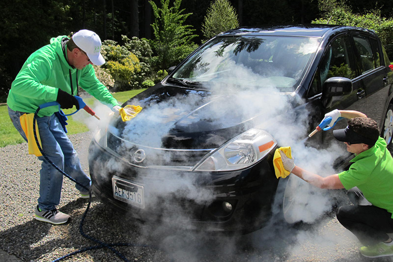 Cómo se hace un lavado a vapor de carros