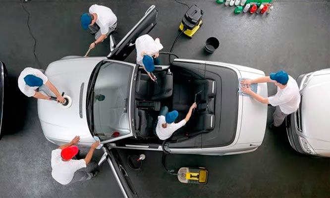 En qué consisten los lavados de salón de autos en Lima
