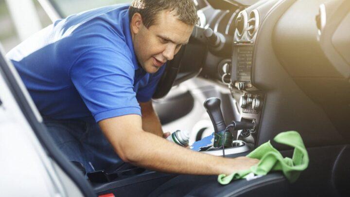 Cómo lavar tapicería de carro